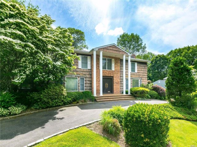 5 BR,  5.50 BTH  Colonial style home in East Hills